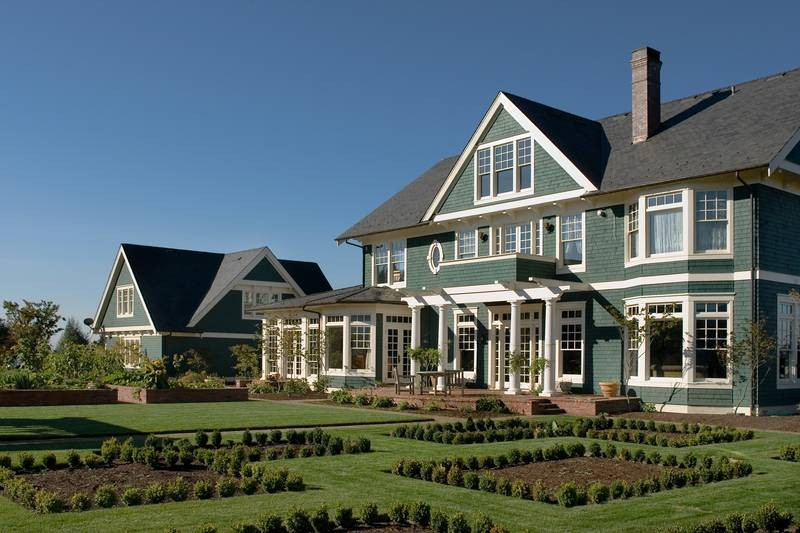 20 home plans with a great indoor outdoor connection for Country craftsman home plans