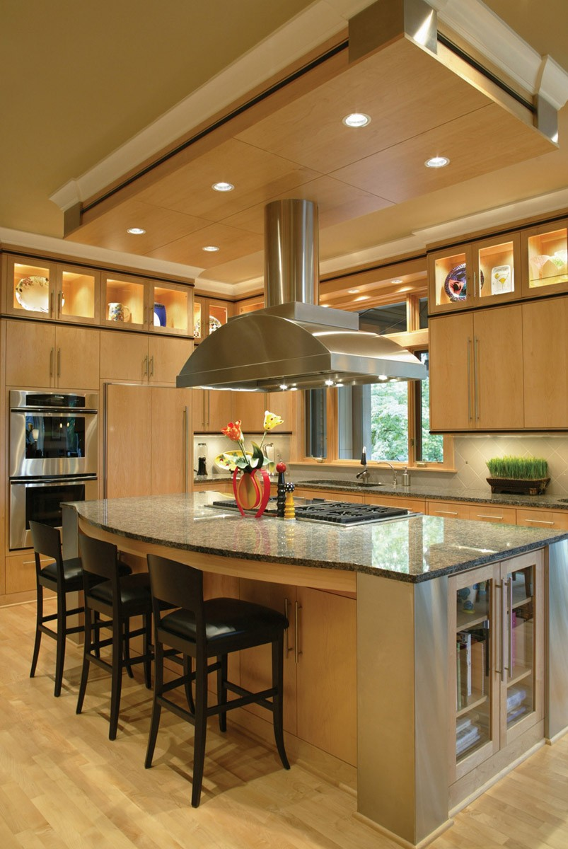 25 home plans with dream kitchen designs for Designing a custom home