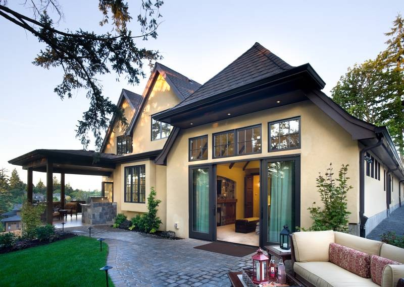 20 home plans with a great indoor outdoor connection for Manor home plans