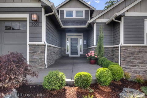 Image for Lincoln-Curb Appeal Is Just The Start-6804